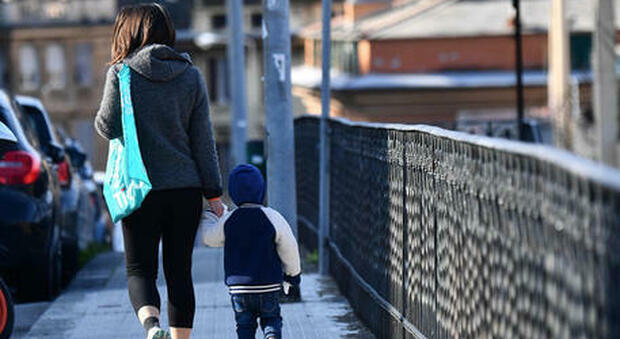 Assegno unico universale per i figli nella Legge di Bilancio: i requisiti e quanti soldi andranno alle famiglie