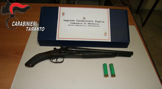 Cerca di estinguere un debito da 3.500 euro con due colpi di fucile a canne mozze: arrestato per tentato omicidio