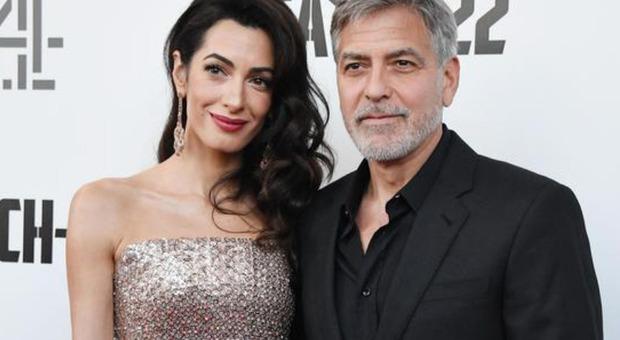 George Clooney e Amal, l'indiscrezione: «Lei è di nuovo incinta di due gemelli...»