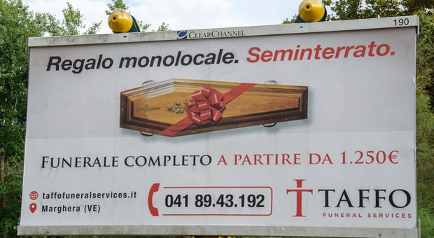 «Regalo monolocale. Seminterrato». L'ultima pubblicità Taffo fa ancora discutere FOTO