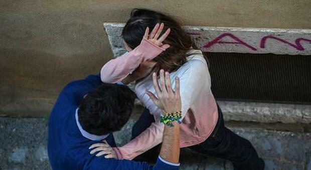 Disabile violentata in una falegnameria: 44enne arrestato su un bus
