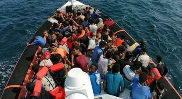 Migranti, nel 2021 è boom di sbarchi: «Il doppio dell'anno scorso, otto volte in più del 2019»