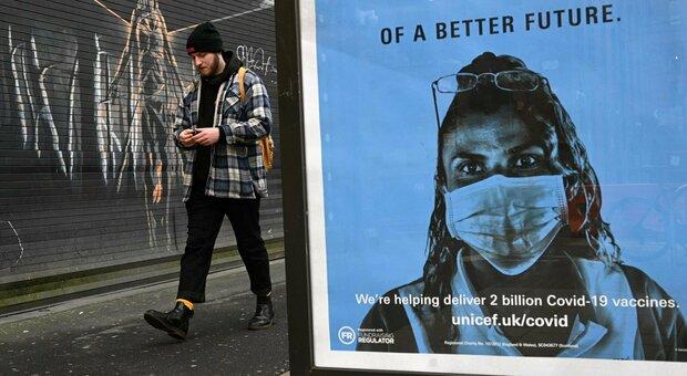 Covid, record di morti in Gran Bretagna, ma Oxford annuncia vaccini contro le nuove varianti del virus