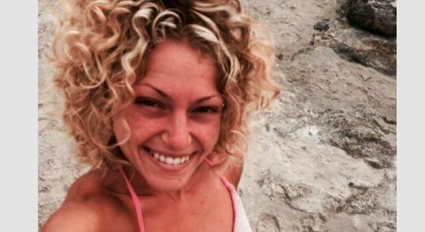 L'auto vola in una scarpata, Jessica muore a 26 anni. Il dramma alle 6 del mattino