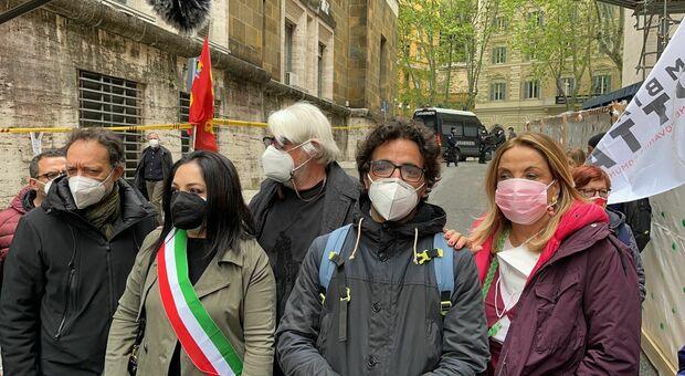 Sit-in al Mise per protestare contro Mittal e il licenziamento per un post social. Tognazzi: «Ci saremo anche noi: è c ome se ci volessero togliere la libertà di pensare»