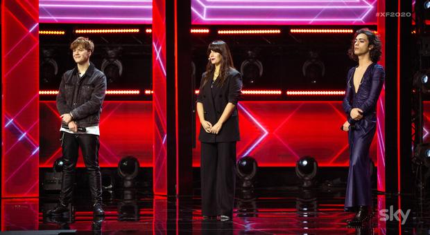 X Factor 2020, Santi eliminato. Emma Marrone in lacrime: «Ti porto in tour con me. Io non ti lascio»