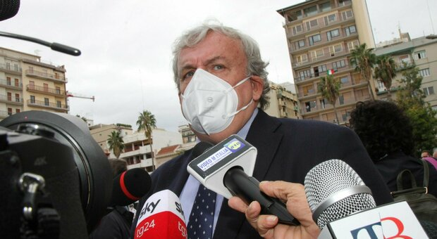 Puglia, Emiliano chiede a Speranza l'attivazione di zone rosse a Foggia, Barletta, Andria e Trani