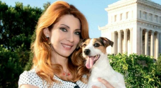 L'attrice Milena Miconi e il suo cane sono i promoter dell'iniziativa di sensibilizzazione di Roma Capitale