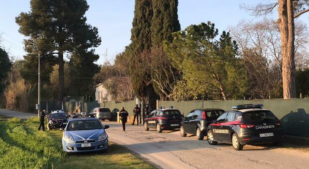 Le forze dell'ordine sul posto della sparatoria