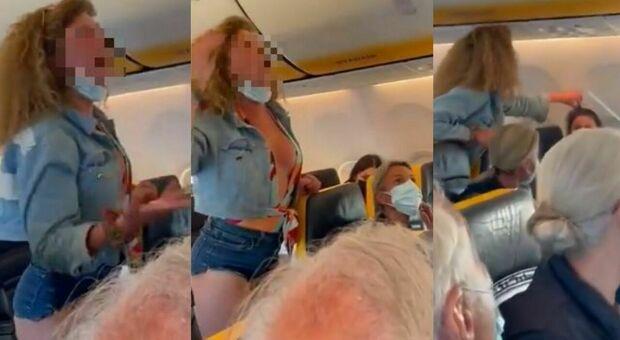 Non indossa la mascherina sul volo Ryanair e insulta tutti: denunciata la protagonista dei video social