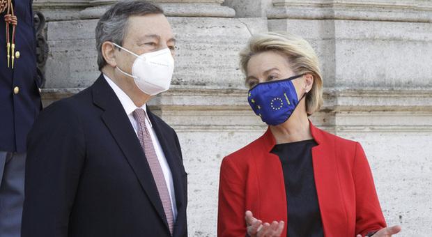 Green pass, Draghi: «Italia avrà il suo prima di quello Ue, pronti per l'arrivo dei turisti. Vaccini, sì a stop ai brevetti»