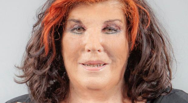 Gf Vip, Patrizia De Blanck choc: si spoglia nuda davanti alle telecamere e mostra il seno. Le immagini in diretta