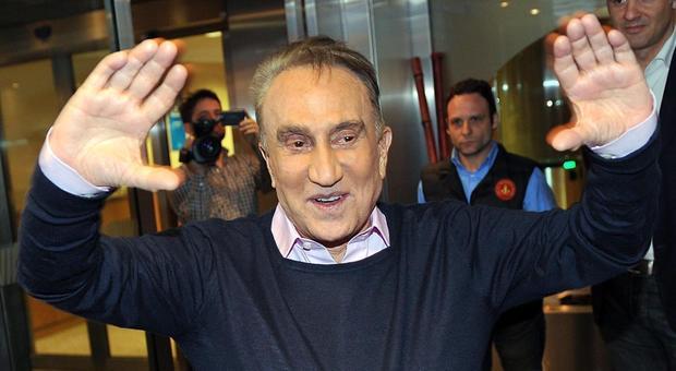 Emilio Fede arrestato a Napoli, evasione dai domiciliari: «Mangiavo solo una pizza con mia moglie»