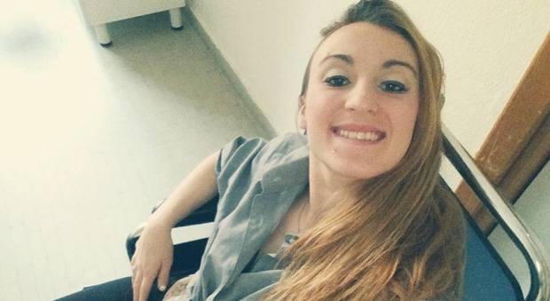 Mamma di 20 anni uccisa a coltellate e gettata in un pozzo Il compagno confessa l'omicidio