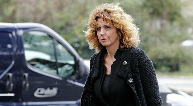 M5S, Lezzi a Crimi e Grillo: «Subito nuova consultazione su Rousseau oppure votiamo no»