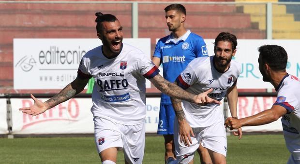 L'esultanza di Gonzalez del Taranto
