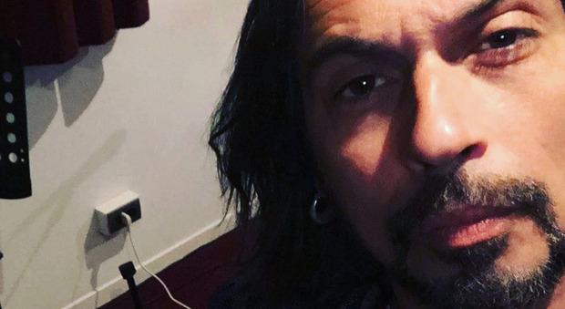 Francesco Sarcina, il dramma a Verissimo: «La mia fidanzata ha tentato il suicidio, io ho rischiato l'overdose». Toffanin senza parole