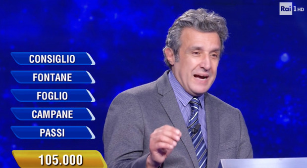 Flavio Insinna, la campionessa sbaglia la ghigliottina all'Eredità. Ma un dettaglio spiazza i fan: «Sta male?»
