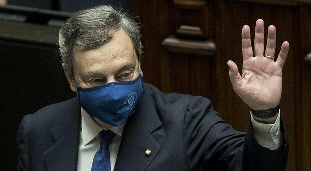 Draghi: «Colpirò la burocrazia lumaca». Fiducia con 535 sì e 56 no. M5S, 16 voti contrari e 12 assenze