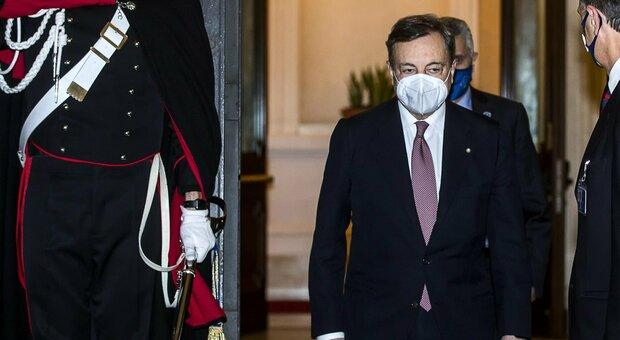 Draghi in Senato, fiducia con 262 sì, 40 no e 2 astenuti. Fronda M5S, alla fine votano no in 15. «Ricostruire come nel Dopoguerra. Inserire ambiente nella Carta»