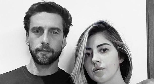 Claudio Marchisio in sostegno alla maestra vittima due volte del revenge porn: «È un reato, lei è innocente, lui un criminale»