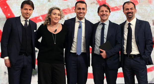 """Di Maio presenta la sua squadra di ministri. Gentiloni: """"Surreale un governo ombra ora"""""""