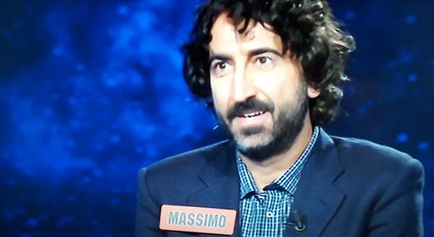Flavio Insinna, sorpresa in diretta all'Eredità: torna a giocare Massimo Cannoletta. Fan increduli: «Che succede?»