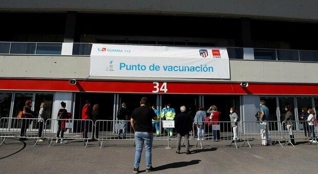 Vaccino, la Spagna accelera: oltre 453mila dosi in un giorno, è record. AstraZeneca nella fascia 60-69 anni