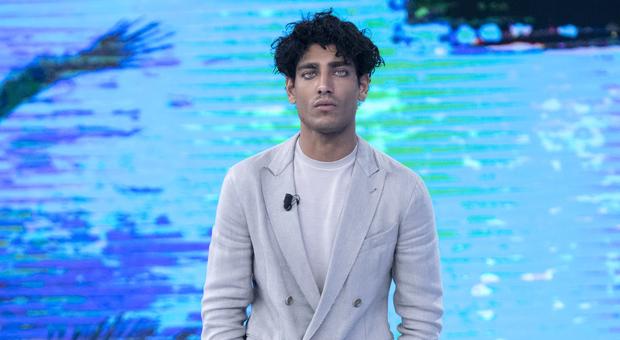 Isola 2021, Akash Kumar cambia idea e si presenta in diretta: «Non sarei più venuto ma...»