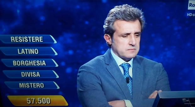 Flavio Insinna, la risposta choc della concorrente all'Eredità. Lui resta senza parole: «Che hai detto?»