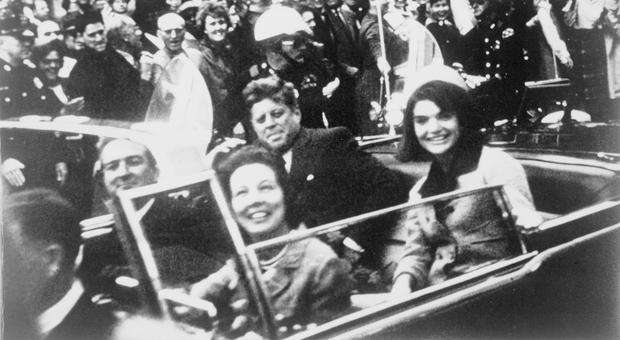 Kennedy, la rivelazione: «Il giorno dell'omicidio chiese alla scorta di tenersi a distanza»