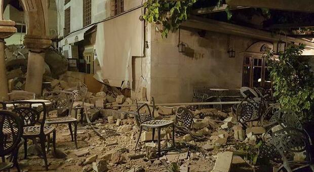Terremoto in Grecia, un mini-tsunami ha colpito la costa turca: «Onde di un metro nelle strade delle città»