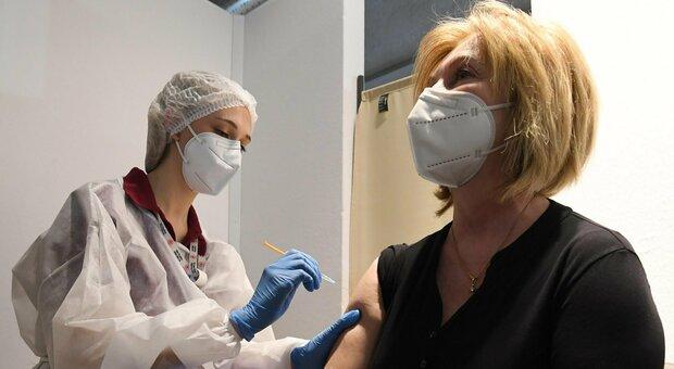 Vaccinati: quanto si contagiano? Ecco l'effetto paradosso nelle comunità che si immunizzano