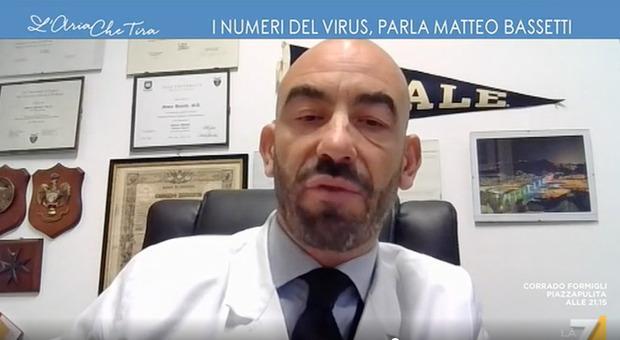 Bassetti: «A marzo contati morti di Covid anche chi ha avuto un infarto con tampone positivo». Ma i dati dicono altro