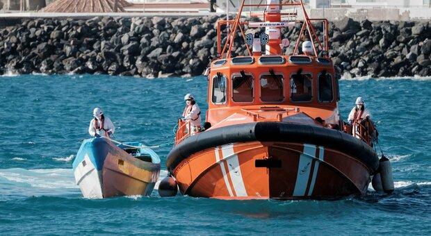 Migranti, nuova tragedia: 50 morti in un naufragio al largo della Libia