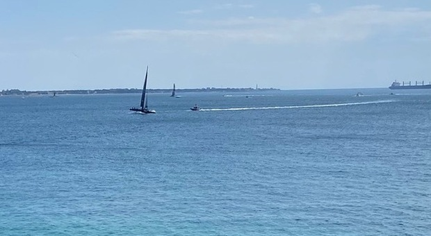 I catamarani nel mare di Taranto