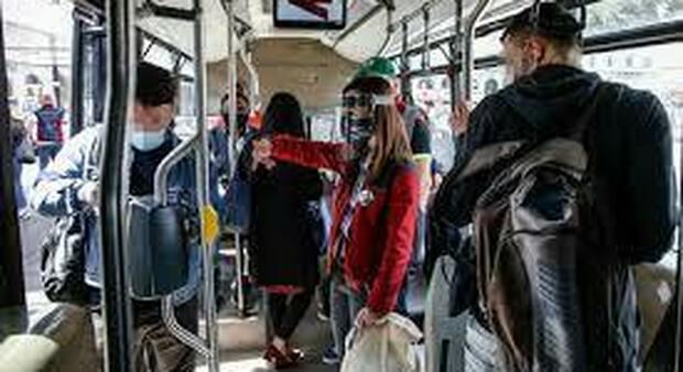 La proposta dell'Atac, in fase sperimentale, è quella di far salire a bordo dei bus le guardie giurate, così da garantire più sicurezza ai passeggeri