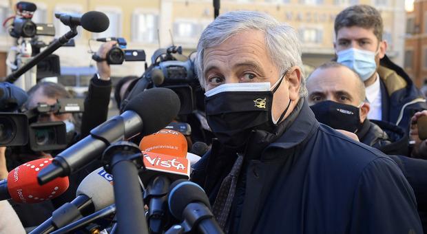 Tajani: «Governo di unità nazionale? L'ipotesi non esiste. Non prevedo altre fughe da FI»