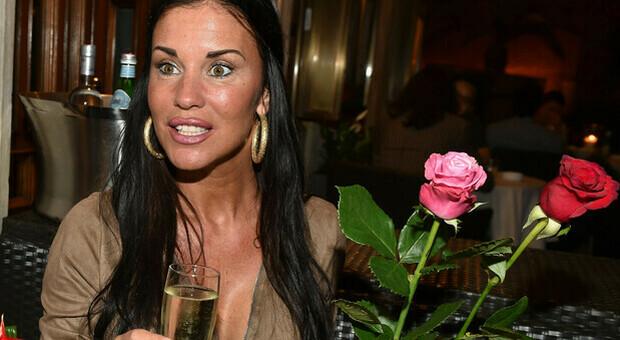Antonella Mosetti vive grazie ai social, anche quelli hot a pagamento: «Ci mangio, quando arriva il bonifico sono tanto contenta»