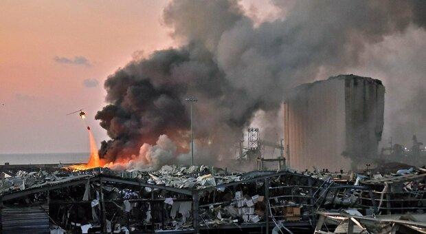Forte esplosione a Beirut: decine di feriti, altissima colonna di fumo Video