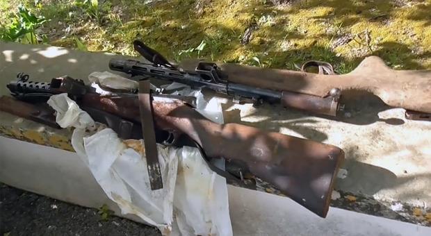 Caso De Benedictis: mitragliatrici, munizioni, assegni e sterline, altri ritrovamenti nell'arsenale-masseria