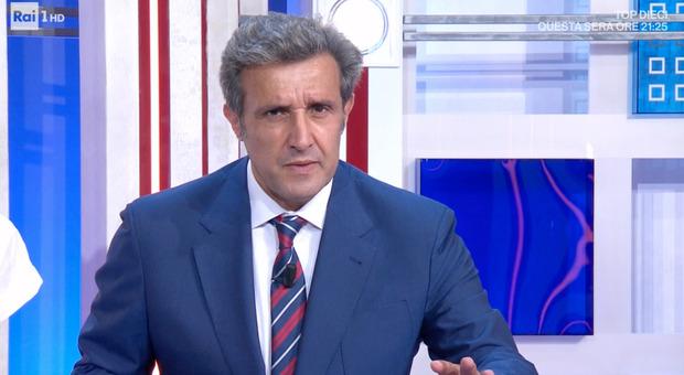 """Flavio Insinna, la """"brutta"""" telefonata in diretta al Pranzo è Servito: «Va molto male...». Lui resta senza parole"""