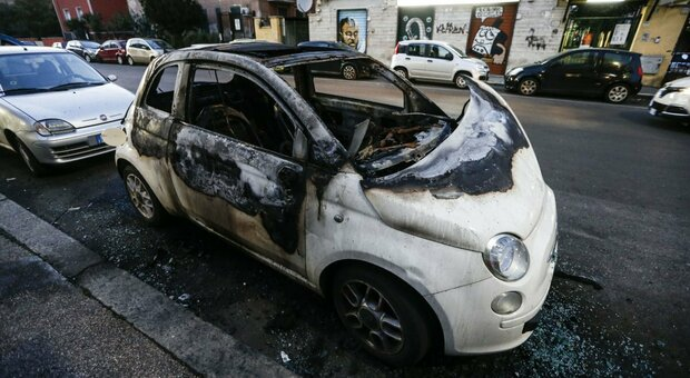 auto_bruciata_vendetta_roma