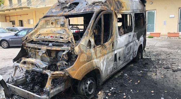 L'ambulanza distrutta