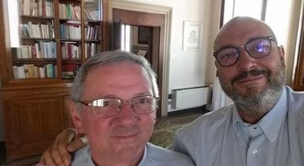 Giorgio Ghirello (a destra) con il vescovo Cipolla