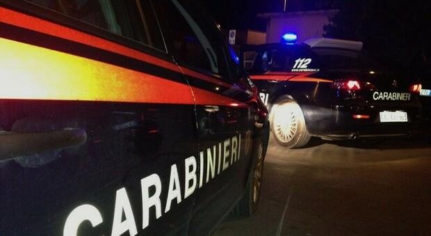 Roma, ubriaco alla guida fugge all'alt dei carabinieri e si schianta: 30enne denunciato