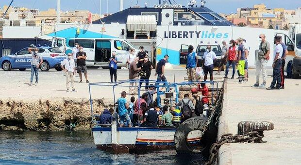 Migranti, in Gran Bretagna reti anti-sbarchi per i clandestini dalla Manica