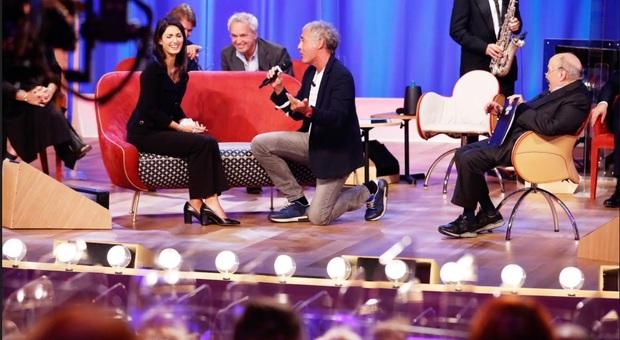 Martedì torna il Maurizio Costanzo Show, tra gli ospiti: il sindaco di Roma Virginia Raggi, il Vice Ministro Sileri e Piero Angela.