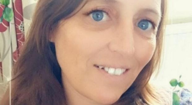 Madre di 3 figlie sbranata viva dai suoi cani: attacco durante lite con una delle bimbe