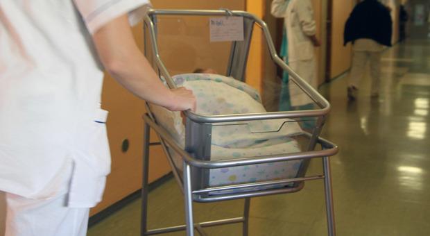 Arezzo, muore a 31 anni durante il travaglio: salva la neonata